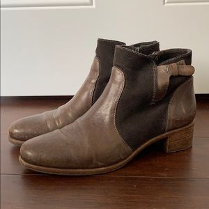 Alberto Fermani ankle booties